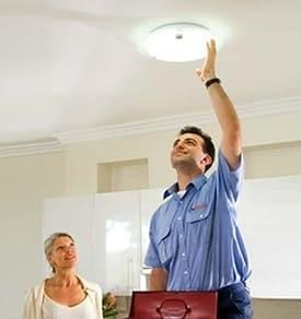замена люстры на натяжной потолок